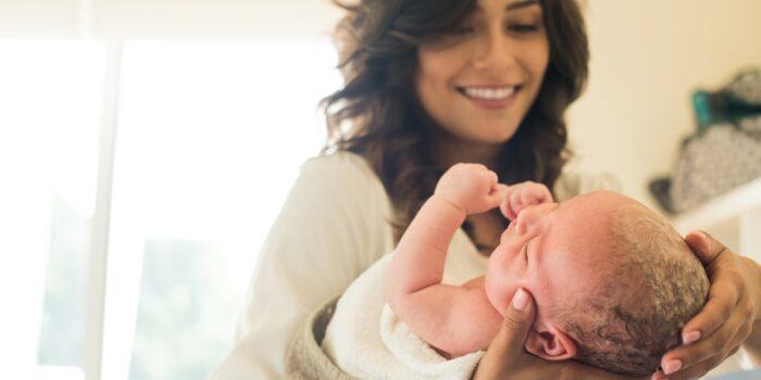 Pielęgnacja oczu, uszu, nosa i jamy ustnej noworodka